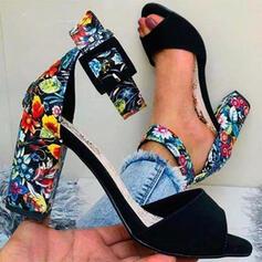 Frauen PU Stämmiger Absatz Sandalen Absatzschuhe Peep Toe Round Toe mit Schnalle Blume Bestickt Schuhe
