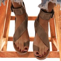 Frauen Kunstleder Flascher Absatz Sandalen Flache Schuhe Peep Toe Zehenring mit Schnalle Schuhe