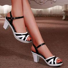 Frauen PU Stämmiger Absatz Sandalen Absatzschuhe Peep Toe Heels Round Toe mit Schnalle Kreuz und quer Schuhe