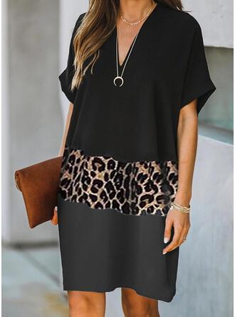 Geblockte Farben/Leopard Kurze Ärmel Shift Knielang Freizeit T-Shirt Kleider