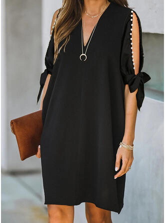 Einfarbig/Perlen 1/2 Ärmel/Geteilte Ärmel Shift Knielang Kleine Schwarze/Elegant Kleider